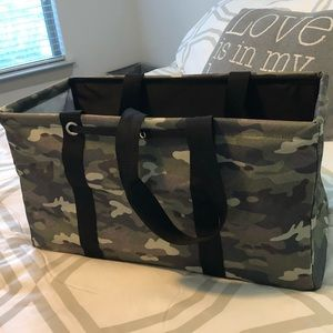 Thirty One Large Utility Tote Camo NWT, w/Stand Tl